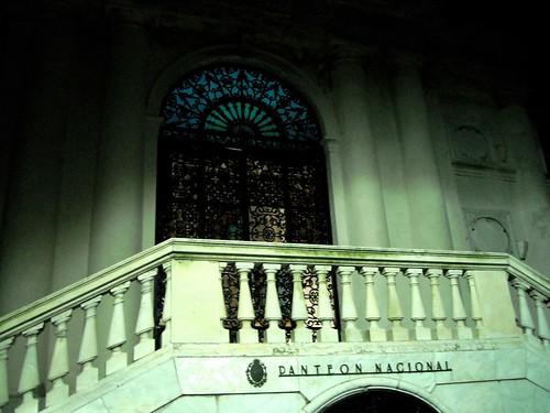 El Panteón Nacional está ubicado debajo de la Rotonda, y ahi descansan los restos de personalidades como Eduardo Acevedo, Delimira Agustini, JM Blanes, JE Rodó, Juan Zorrilla de San Martín y varios más.