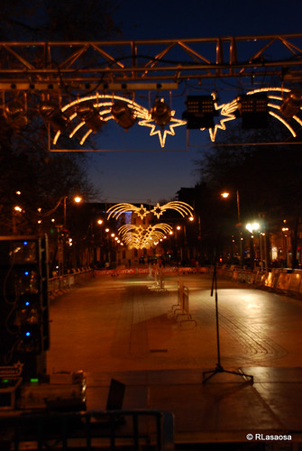 Vista del Paseo de Sarasate iluminado en las Navidades