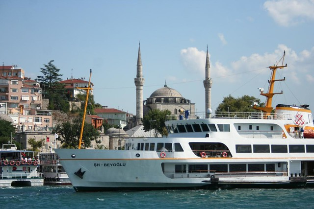 Fotografia do barco de passageiros em Istambul
