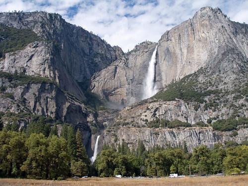 Yosemite Falls has early-summer flow!