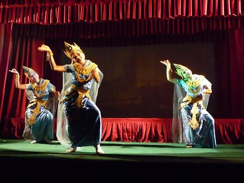 Tanzende Schoenheiten, Tanztheater Mandalay
