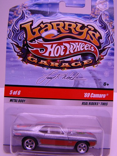 Larrys Garage Christmas Camaro (1)