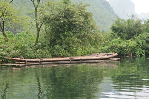 Raft moored by the Yulong River