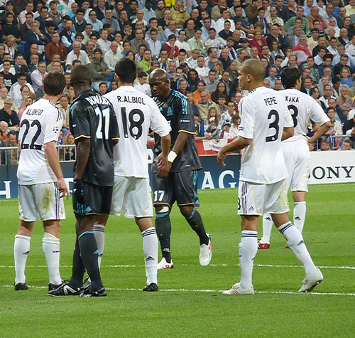 Real Madrid players defending a corner