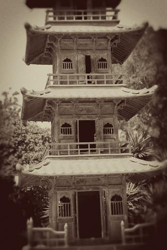 Pagoda-San-Anton-Gardens