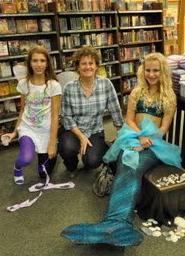 Liz Kessler with US mermaid