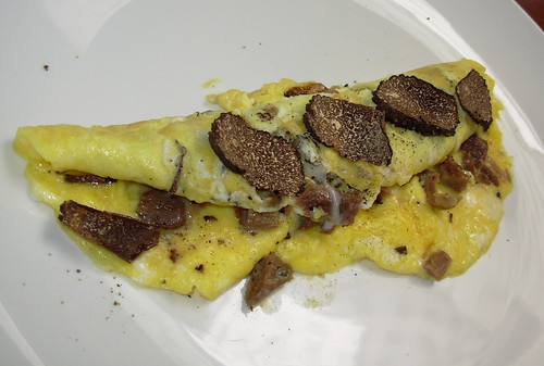 Omelette with duck confit and fresh black truffles