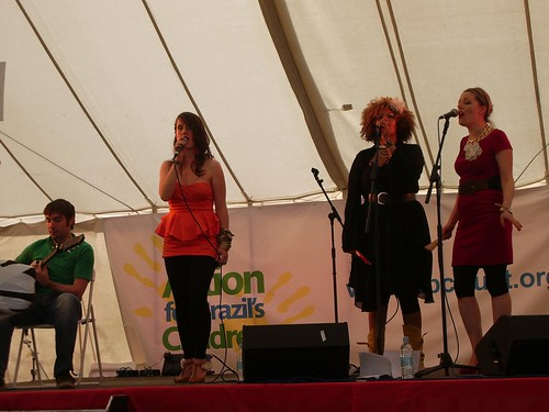 Sabira Jade and her lovely ladies (and hairy bloke on guitar)