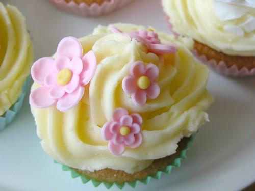 Baby pink flower cake