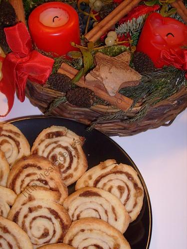 Petits roulés de Noël à la cannelle / Small Christmas cinnamon rolls