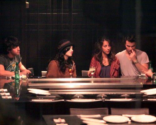 Joe Jonas, Demi Lavato, Danielle Deleasa, Kevin Jonas por dtodoblog.