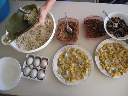"""Making """"Taiwanese Tamales"""" (包粽子)"""