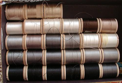 silks button hole thread