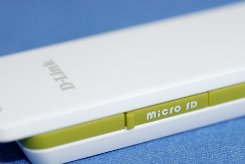 可裝 Micro SD 卡當成隨身碟使用,個人覺得不太實用