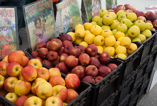 Kitsilano Farmers Market: apples