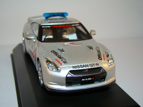 Kyosho Nissan Skyline R35 GTR Safety Car (3)