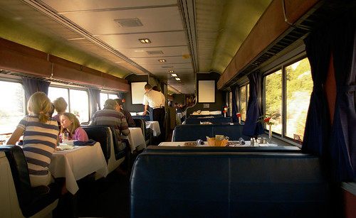 Dining on the Coast Starlight sure beats eating a bag of peanuts at your airline tray table. Photo: Fred Camino