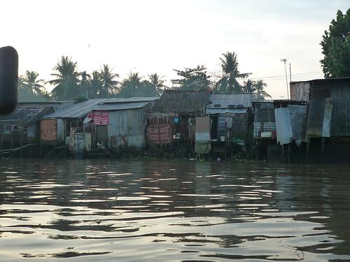Blechhuettenidyll am Mekong