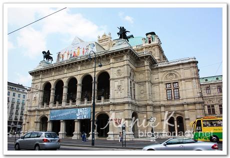 維也納歌劇院j外