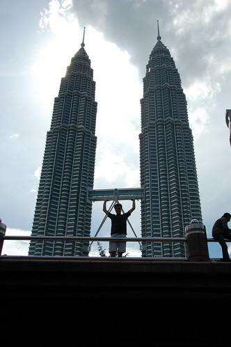 Holding up the Petronas Towers bridge (Kuala Lumpur, Malaysia)