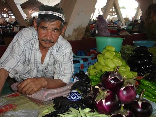 Bărbat Uzbek la piaţă