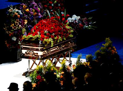 425.jackson.casket.070709