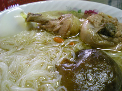 Mee sua in Foochow red wine chicken soup