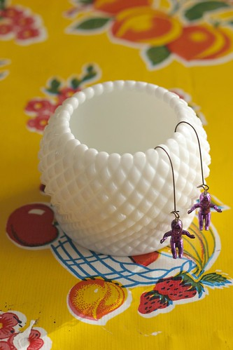 Milk glass sugar bowl / vase / storage space / earring hanger