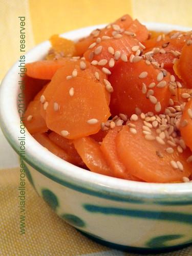 carote glassate all'arancia e sesamo