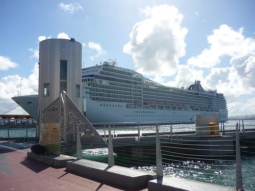 Cruise ship in SJ