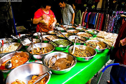 Taipei street market vendor | Canon 5D, 24mm, 1/50, f6.3, ISO 100