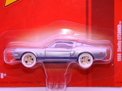 Johnny Lightning 1968 Shelby GT500KR white lightning (2)