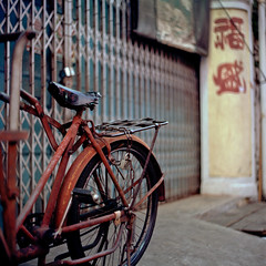 Chained (kenny ip) Tags: 120 6x6 bike bicycle metal vintage fence mediumformat kodak rusty retro chain malaysia 88 kiev portra melaka malacca arsat portra400 88cm 80mmf28 kennyip