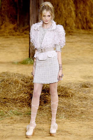 chanel-spring-2010-ready-to-wear-01