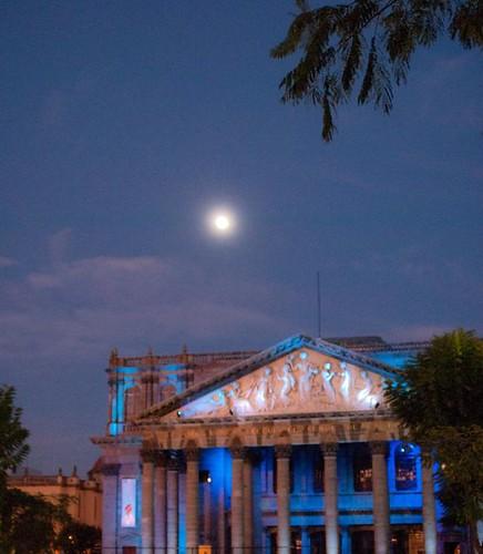 Luna y Teatro Degollado