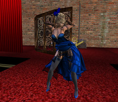 Saffia dances the burlesque!