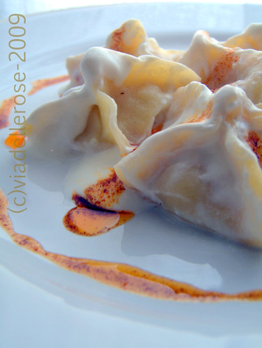 """Fagottini dello """"Spaccaossa"""" con salsa yogurt"""