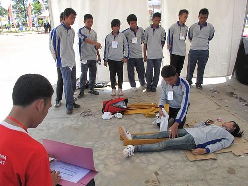 Schüler bei einer Katastrophenschutzübung, eigenes Foto