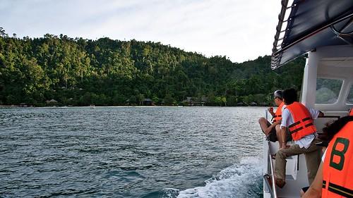 approaching bunga raya resort