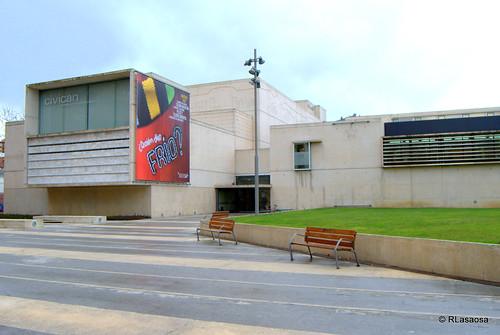 Edificio Civican, centro cívico en la Avenida de Pío XII de Pamplona