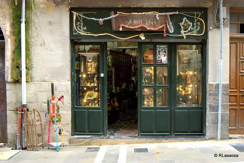 """Antigüedades y almoneda """"El Antiguo"""", en la calle del Carmen de Pamplona"""