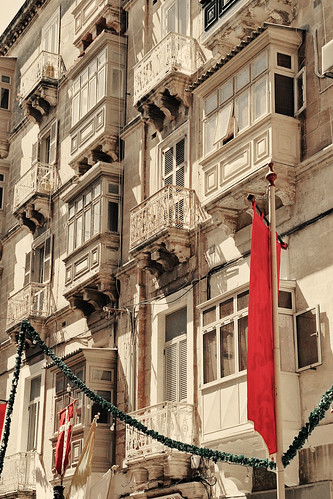 Facade-Festa-Decorations-decol