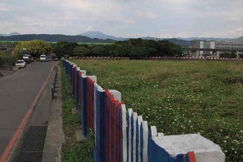 滑走路と道路を仕切る柵