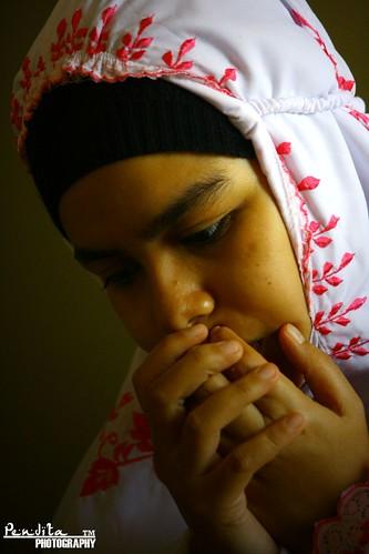 Khusyu' Berdoa... by lensapendita.