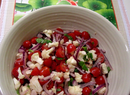 Salad with cauliflower and tomatoes