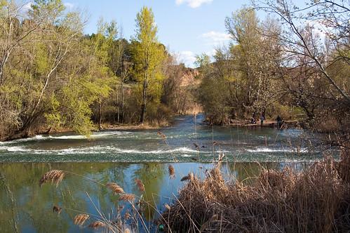La presa del río Henares detrás de la ciudad deportiva El Val