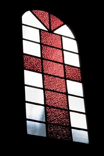 Contra luz de uma janela de igreja