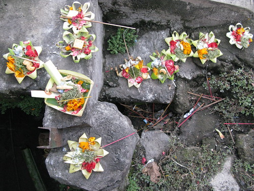 Canang sari, thrice-daily handmade offerings to the gods, appar nearly everywhere in Bali.