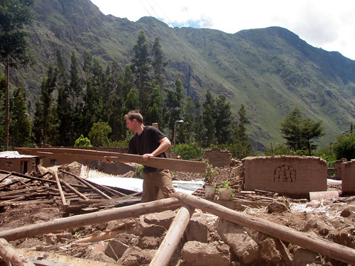 Salvage work in the Sacred Valley