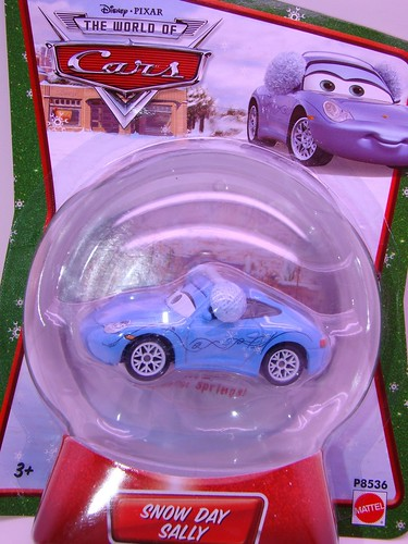 Disney CARS SNOW DAY SALLY GLOBE (1)